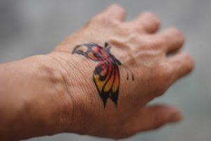 Tattoo menggunakan kertas decal